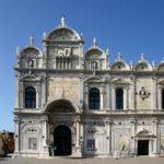 La facciata rinascimentale della Scuola Grande di San Marco con Venezia Arte