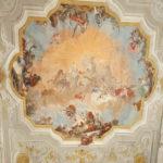 Affresco di GB Crosato al centro della soffitto della sala da ballo di Ca' Rezzonico